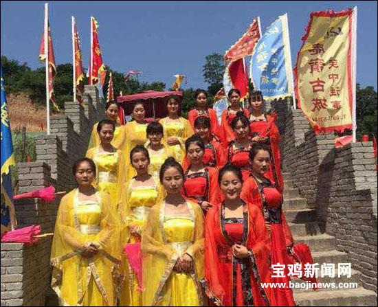 眉县庵岭古城美食节 万名游客享美味