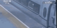 惊险!女童跑向正在关门的高铁 幸亏有他的一个拥抱 - 西安网