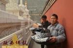 情暖寒冬  广仁寺为社会流浪人员赠送保暖棉衣 - 佛教在线