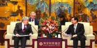 胡和平会见美国驻华大使布兰斯塔德 - 人民政府