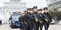 武装巡逻 震慑黑恶 - 西安网